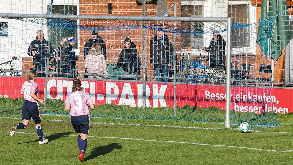 Der Ball verfehlt das Tor - © hffn.de
